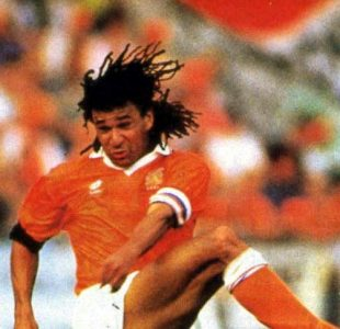 gullit_netherlands_kicking-2